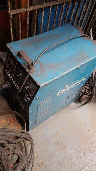 Conserto de máquina de solda elétrica